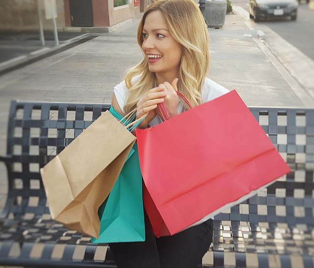 žena po nákupech