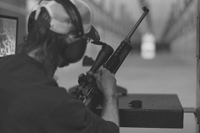 odstřelovač a cíl