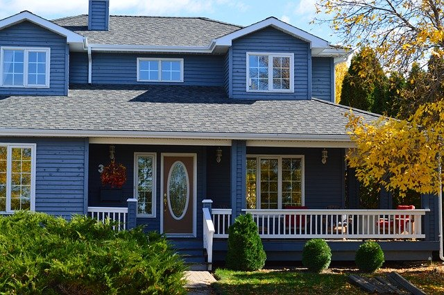 modrý dům s terasou