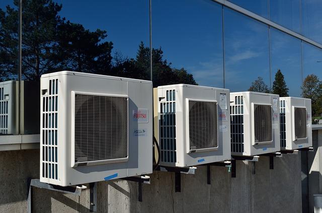 klimatizace na budově