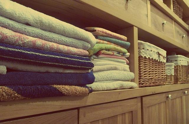 komoda s ručníky