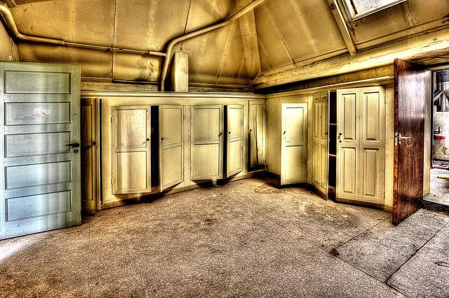 staré skříně na půdě