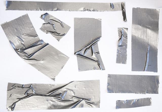 stříbrná lepící páska